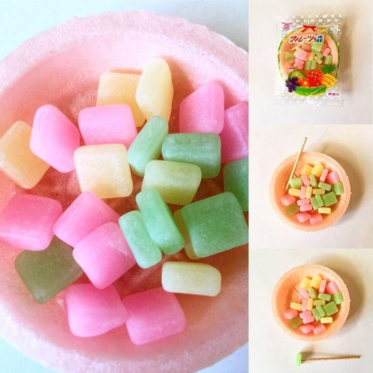 #Furu_tu no mori  Estos son los dulces pastel de arroz de goma en un tazón de oblea junto con palillos de dientes para que sean más fáciles de comer. Son como hermosas pequeñas joyas.  http://ift.tt/1VPNF0E  These are gummy rice cake sweets in a wafer bowl along with toothpicks to make them easier to eat. They are like beautiful little jewels.  #boxfromjapan #bfjcajadiciembre #bfjcajadiciembre #golosinasjapon #japanesecandy