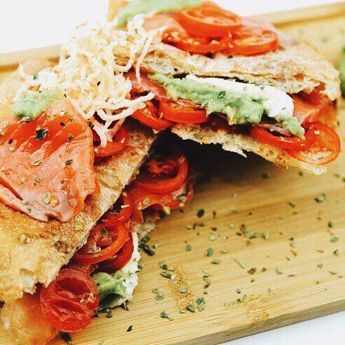 Ñuuumi🐟 Nuestro Sandwich perfecto para los amantes del salmón👏🏻❤ #crepes #creperie #bcn #foodie #salmon