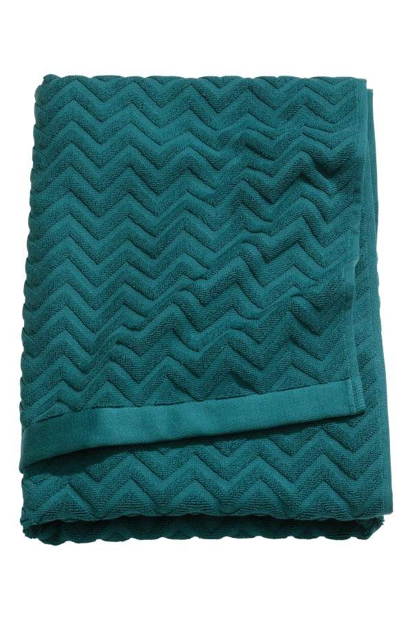 Teal. Bath towel in cotton terry with a jacquard-weave zigzag pattern. Hanger loops on short sides.