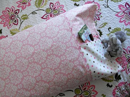 Pocket Pillowcase Pattern \u0026 Tutorial & 132 best PILLOWCASES images on Pinterest | Sewing ideas Sewing ... pillowsntoast.com