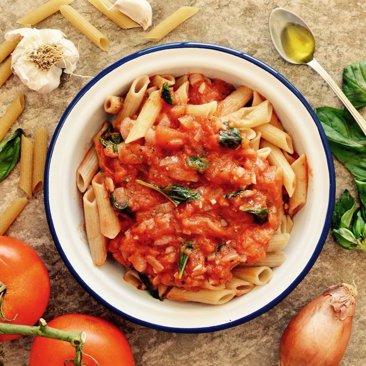 Pasta med tomat- och basilikasås! Receptet finns i meny 10.  www.allaater.se