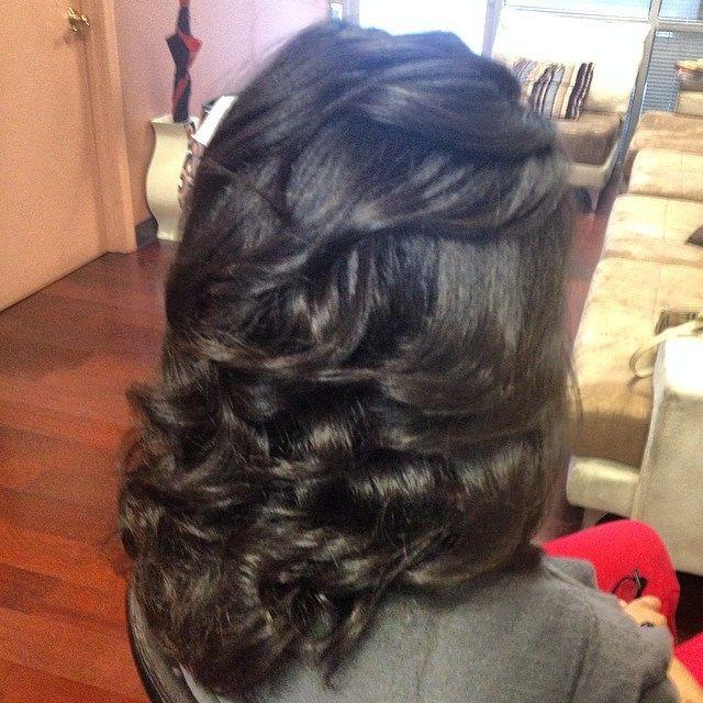 http://www.shorthaircutsforblackwomen.com/kinky-hair-weave/ Very nice blowout