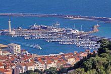 Chalutier de retour au port de Sète
