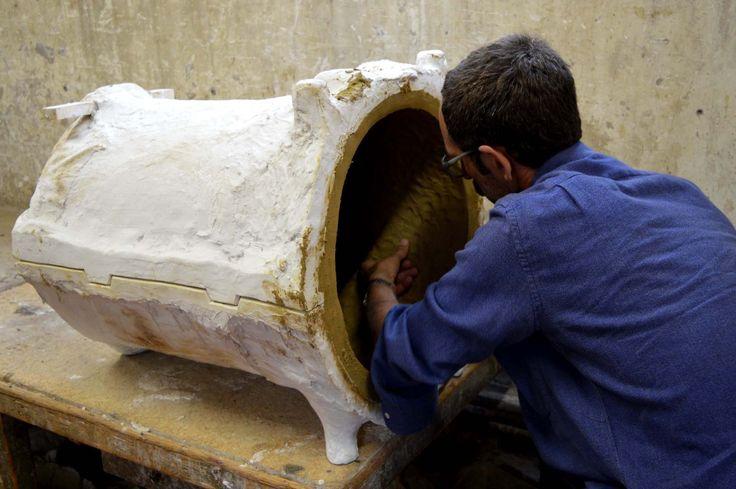Jonathan and Aida are working Waiting for #JonathanMonk #claymation 5.10.2015 at #MuseoCarloZauli #ResidenzaDArtista #Faenza #Vase #workinprogress #MonkCallsZauli #makingof #MCZ #CorsoPerCuratori #ceramics #contemporaryceramics #ArtistInResidence photo by Karolina Bednorz
