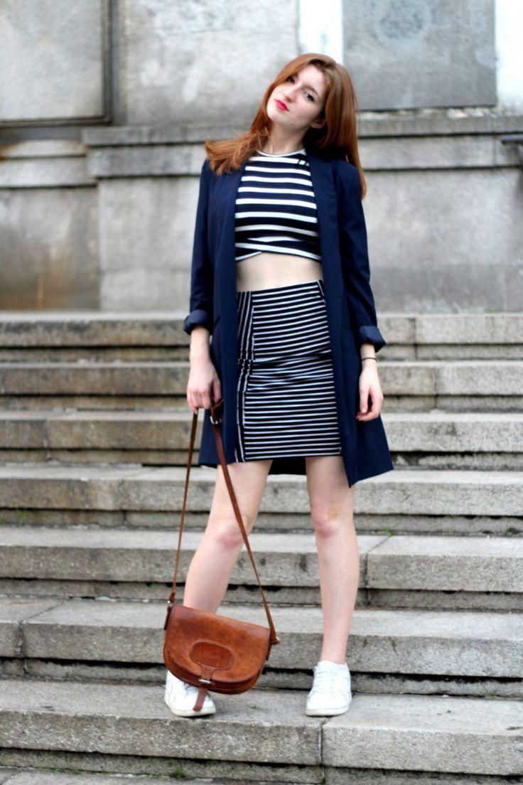 UN TWIN SET IMPROVISADO- Falda y top de rayas y blazer maxi azul marino.