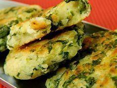 Bolinho de Mandioca e Espinafre Ingredientes: 2 xícaras de mandioca cozida e amassada 1 maço de espinafre (só as folhas) 1 colher (sopa) de azeite de oliva Sal e alho picadinho a gosto