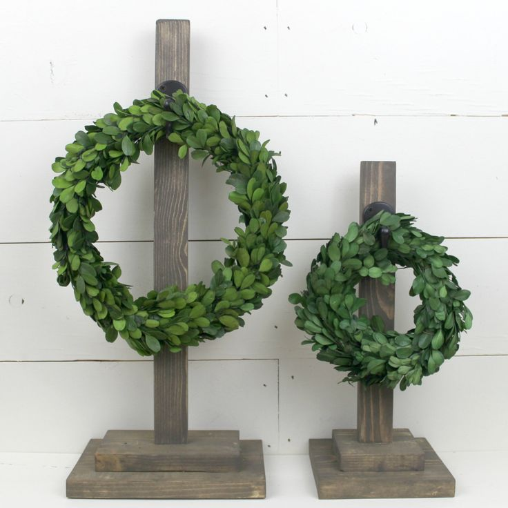 "Wreath holder - 20"" Wood Wreath stand holder with hook (wreath optional) by ThePoshPearShop on Etsy  #Wreath #BoxwoodWreath #WreathHolder #WreathStand #HomeAccessories #HomeDecor #HappyHome #PreservedBoxwood"
