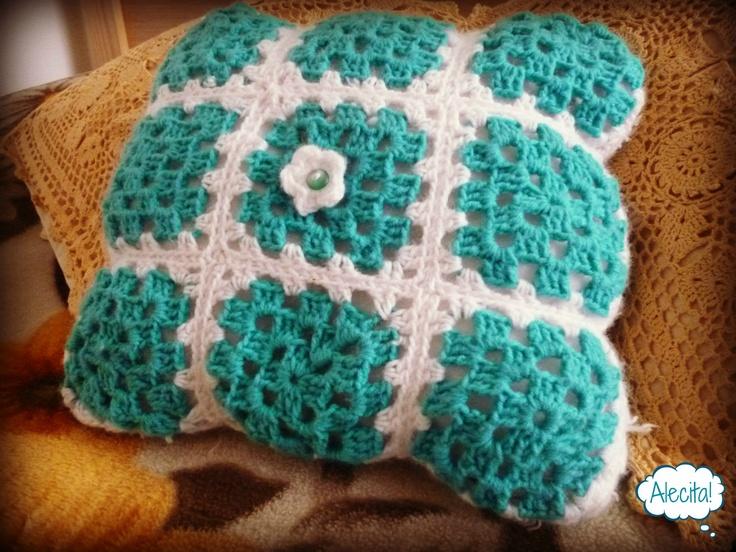 Cojín a Crochet  by. Alecita!