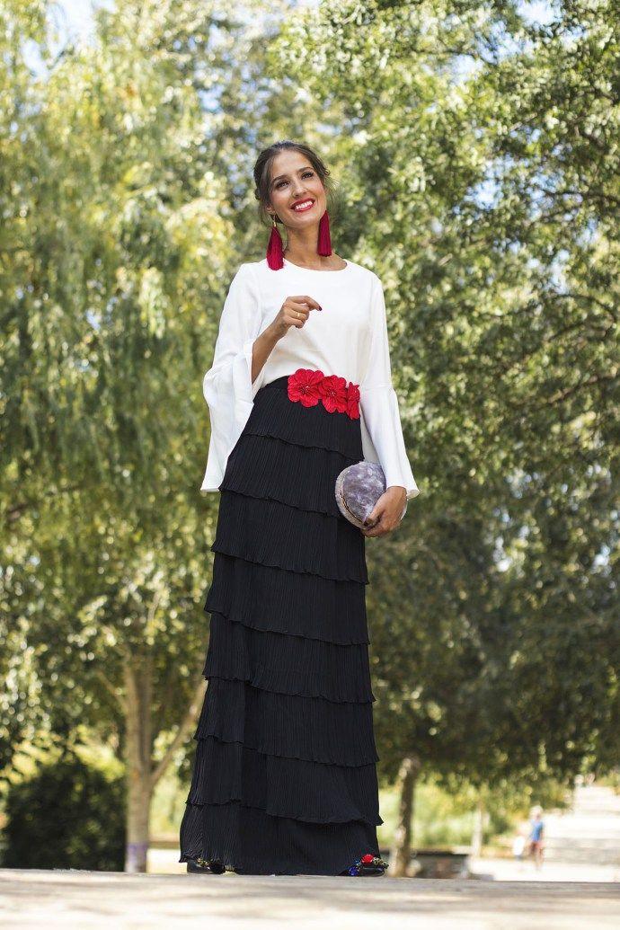 fb54df686 Look invitada perfecta boda vestido largo falda larga manga larga blanco  negro Wild Pony