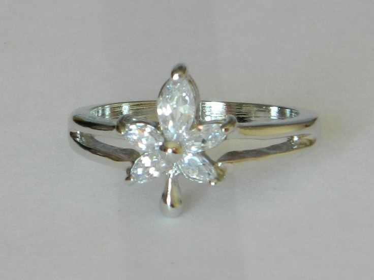 WHITE GOLD FILLED RING WITH FIVE CLEAR STONES IN MAPLE LEAF SHAPE  - SIZE M 1/2