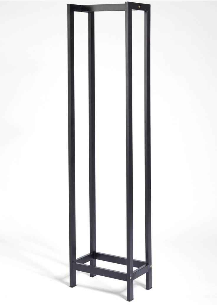 """Bekijk nu:Dit rek is een minimalistisch en toch opvallend decoratie-element om je haardhout in te stapelen. De montagehandleiding wordt meegeleverd.Let op, dit is een bijzondere bezorgservice! Meer informatie vindt u onder """"Service""""."""