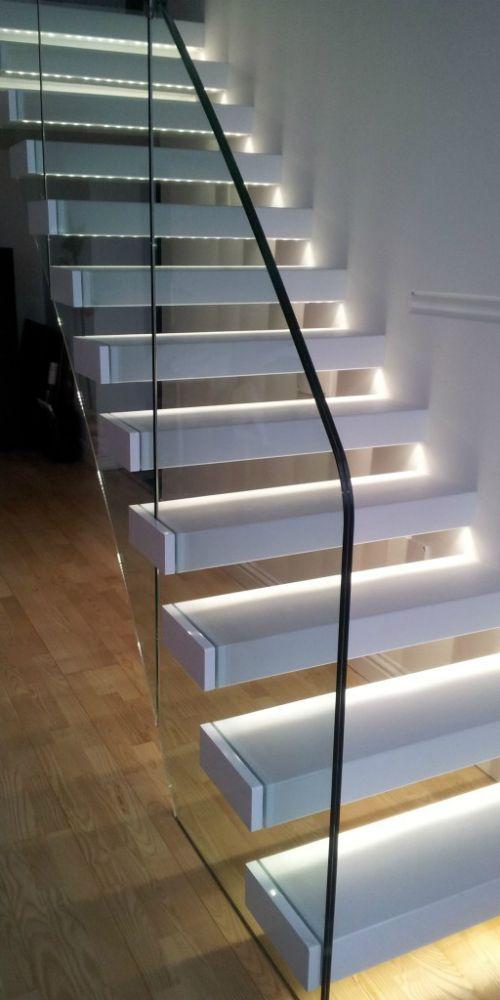 Oltre 25 fantastiche idee su illuminazione di scale su - Lampade per scale ...