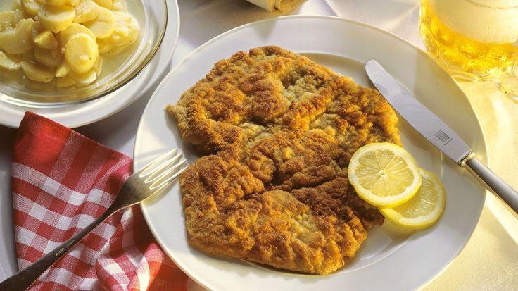 In einer Panade bleiben Fisch oder Fleisch schön saftig, während die Hülle knusprig wird. Das schmeckt nicht nur Kindern. Rainer Sass zeigt, was man richtig paniert.