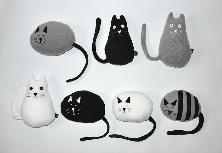 Koty w skali szarości #kidsdesign #szaryfika #handmade #blackandwhite #toy #mascot #cat