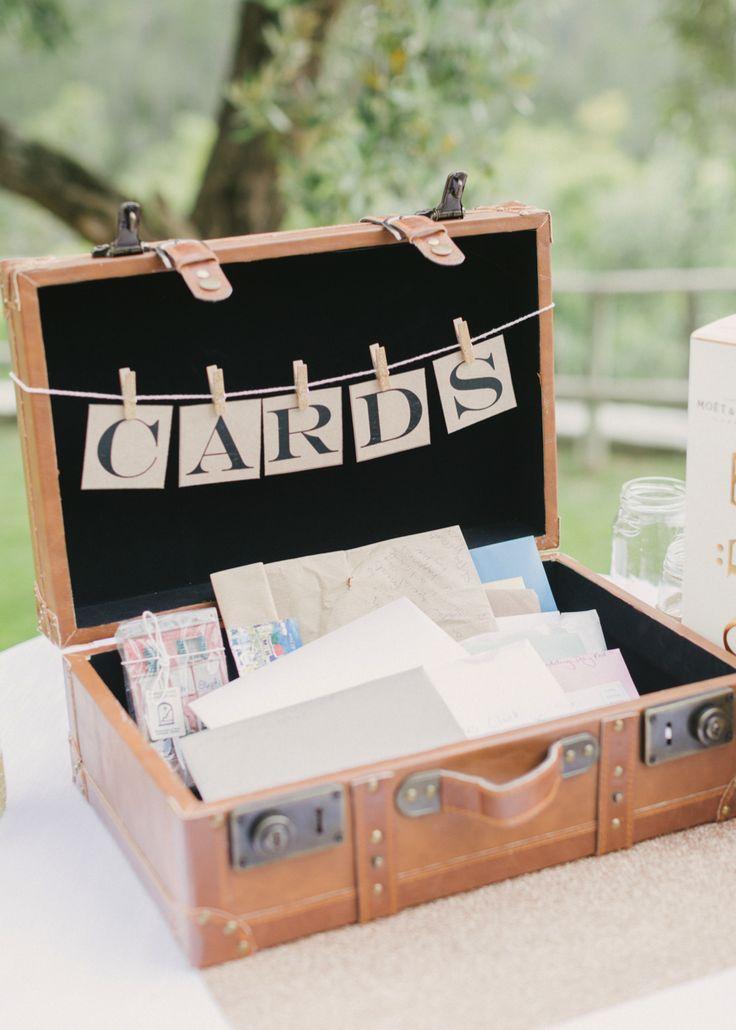 Pretty wedding details including this cute suitcase card box! Facibeni Fotografia #wedding #details