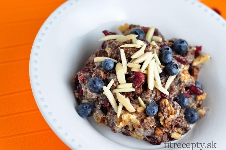 Hustá kaša z chia semienok vperfektnej kombinácii s orechami, brusnicami a čokoládou. Je to jednoduchozdravá chia fantázia! Doprajte si ju ako výdatné raňajky alebo si ju zabaľte na desiatu, je ľahko prenosná. Ak by ste v nej chceli znížiť obsah sacharidov, nahraďte med vanilkovým alebo kokosovým proteínovým práškom. Ingrediencie (na 2 porcie): 1 hrnček mlieka […]