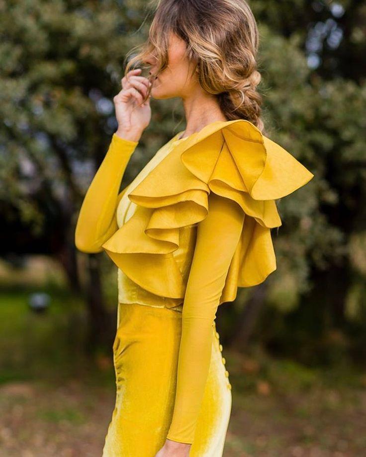 """1,953 Me gusta, 32 comentarios - Atelier Fernando Claro (@fernandoclarocostura) en Instagram: """"@bridalada y su vestidazo #fernandoclarocostura  fotos : @ngestudio_natalia MUA/Hair:…"""""""