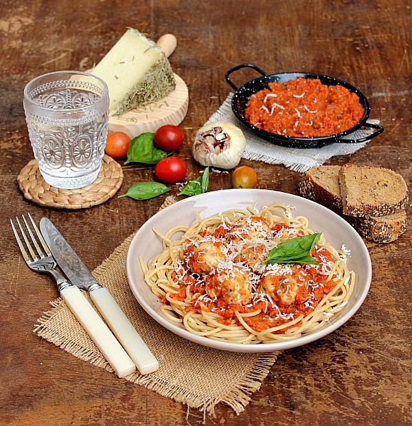 Skinny Spaghetti & Meatballs: baked chicken meatballs and whole wheat spaghetti in a red pepper, tomato and roasted garlic sauce.