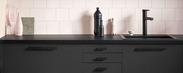Ikea introduceert keukendeuren die zijn gemaakt van volledig hergebruikt hout en zijn afgewerkt met een laag van gerecycled plastic.