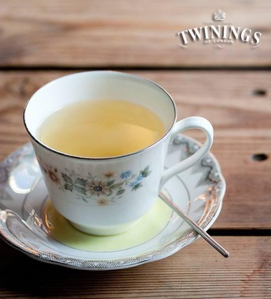 ¿Sabías que el té verde es un excelente anti-inflamatorio?  Sus propiedades ayudan a mejorar las enfermedades de la piel y retrasar el envejecimiento debido a su capacidad para regenerar colágeno. ¡Así que... a disfrutar de una taza!
