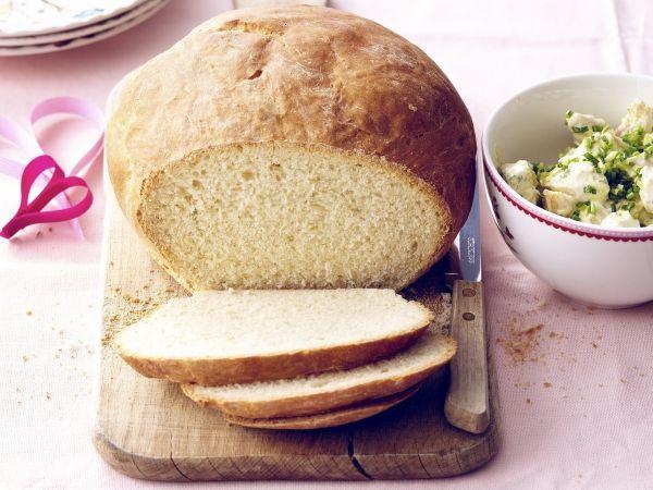 Zelfgebakken brood en kipslaatje (Libelle Lekker!)