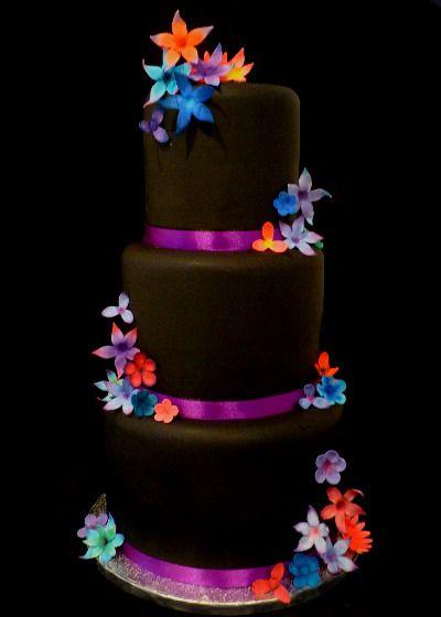 Twilight Wedding Cake from www.madamecocoa.co.uk
