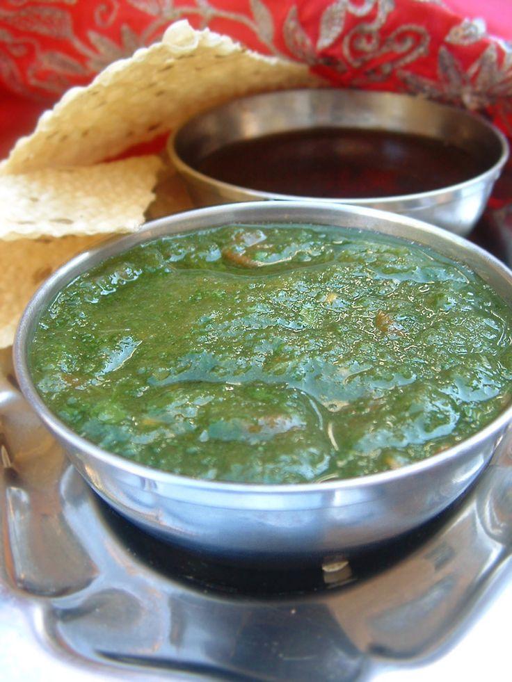 Sauces indiennes coriandre et tamarin en vidéo Bonjour, aujourd'hui on va faire 2 fameuses sauces indiennes : la sauce au tamarin et la sauce à la coriandre . Pour la recette de sauce de coriandre nous avons besoin de : une quinzaine de branches de coriandre...
