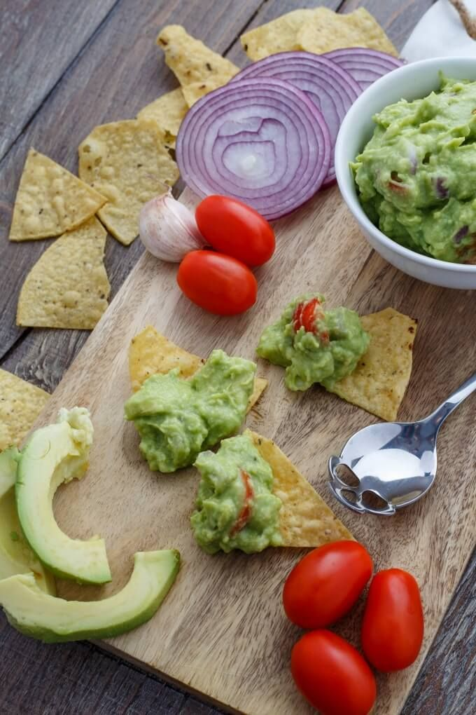 Homemade Guacamole Dip | http://thecookiewriter.com | @thecookiewriter | #vegan #appetizer | Healthy, easy, and oh so delicious, this homemade guacamole dip is the perfect appetizer for any season! #glutenfree