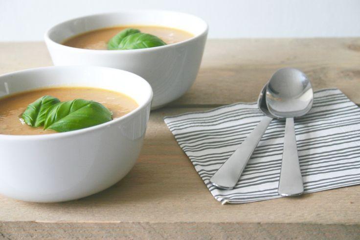 Ik hou van soep! Maar dan wel zelfgemaakt en niet uit een blik of een zakje. Met name bij koud weer eet ik graag soep om op te warmen. Deze zoete aardappelsoep met appel is goed stevig en daardoor …