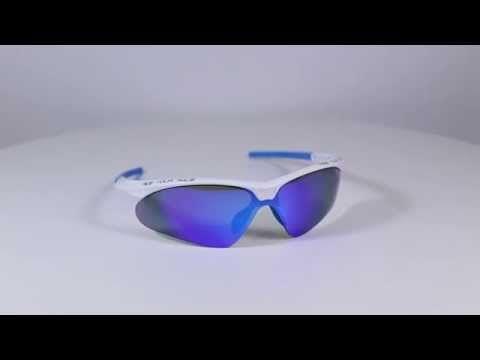 R2 AT083 B sportnapszemüveg (cat. 2) Fehér és kék színű keretének köszönhetően férfiak és nők is egyaránt hordhatják. Biztos társ lesz a mindennapokban. OLVASS TOVÁBB!