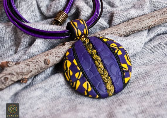 "Pendente di argilla in stile africano ""Violet Africa"" gioielli africani africano Collana Boho collana argilla collana tribale"