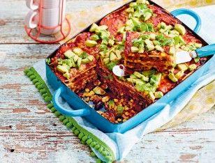 Das Rezept für Enchilada-Lasagne mit Koriander-Avocado-Salsa und weitere kostenlose Rezepte auf LECKER.de