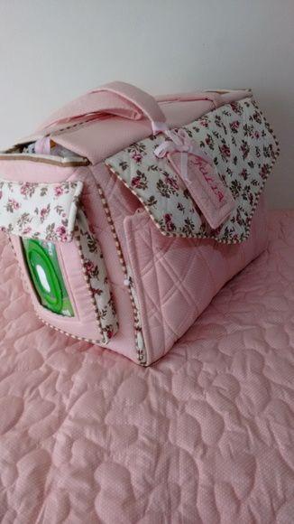 Bolsa/mala maternidade para levar tudo o que seu bebê precisa em uma só bolsa, como roupas, cobertor, com trocador de fraldas, bolso para lenços umedecidos, bolsos para pomadas, shampoo, algodão, fraldas, etc...    Nas cores de sua preferência    Exclusivo e Personalizado    Prazo de entrega LEIA...
