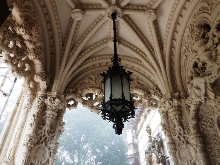 Pormenor do tecto no Palácio da Regaleira em Sintra, Lisboa, Portugal