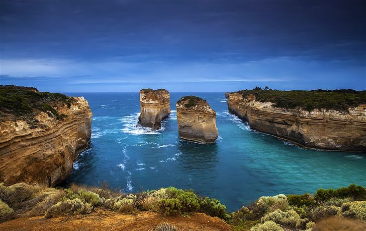 The Great Ocean Road (B100) is one of Australia's most famous road-touring routes. It takes travellers past world-class surfing breaks, through...