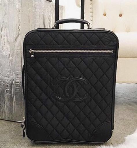 die besten 25 chanel luggage ideen auf pinterest coco chanel taschen luxusgep ck und chanel. Black Bedroom Furniture Sets. Home Design Ideas