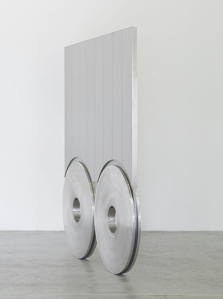 Sottiletta, 2007 Acciaio inox e alluminio 178 × 156 × 6 cm Photo © Alessandro Zambianchi