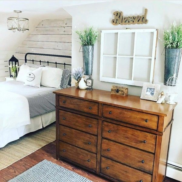 You have to see this #farmhouse bedroom decor idea with an old window frame art. Love it! #BedroomIdeas #HomeDecorIdeas @istandarddesign