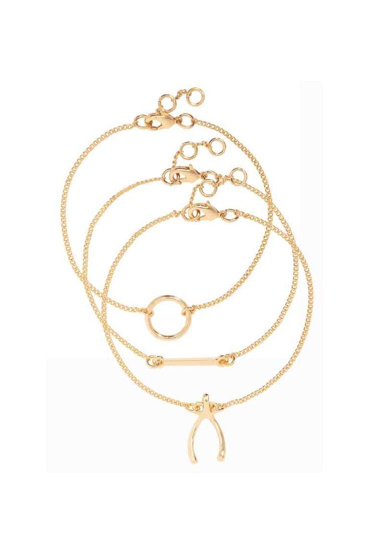 3 браслета: Браслеты в виде тонких цепочек с металлическими подвесками. Длина регулируется.