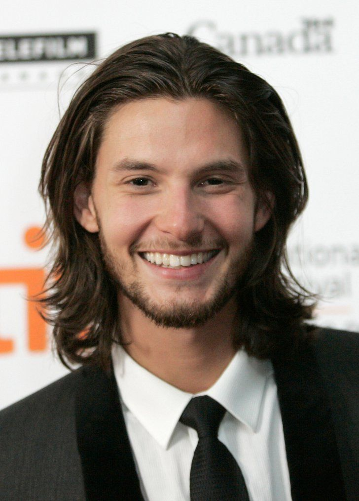 Pin for Later: 15 Hot Celebrity Guys Who Make the Man Bob Cool Ben Barnes Not only do we want to stare at this wob (wavy lob), but we want to listen to Ben coo in our ear with his charming British accent.