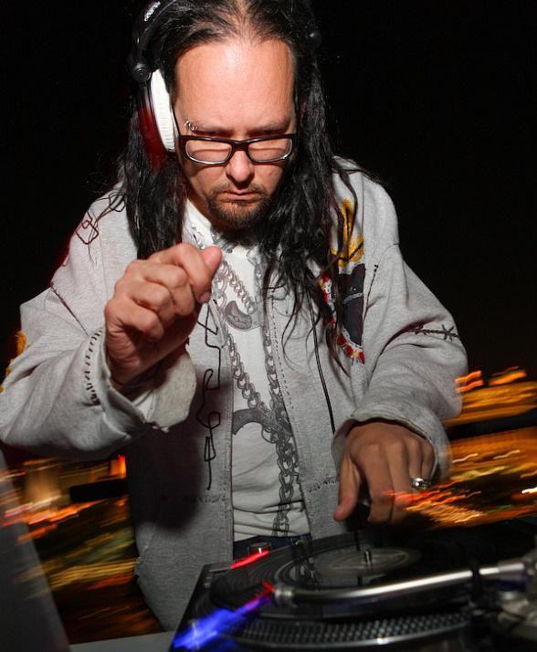 jonathan davis | Jonathan Davis, the lead vocalist of KORN, appeared as a guest DJ at ...