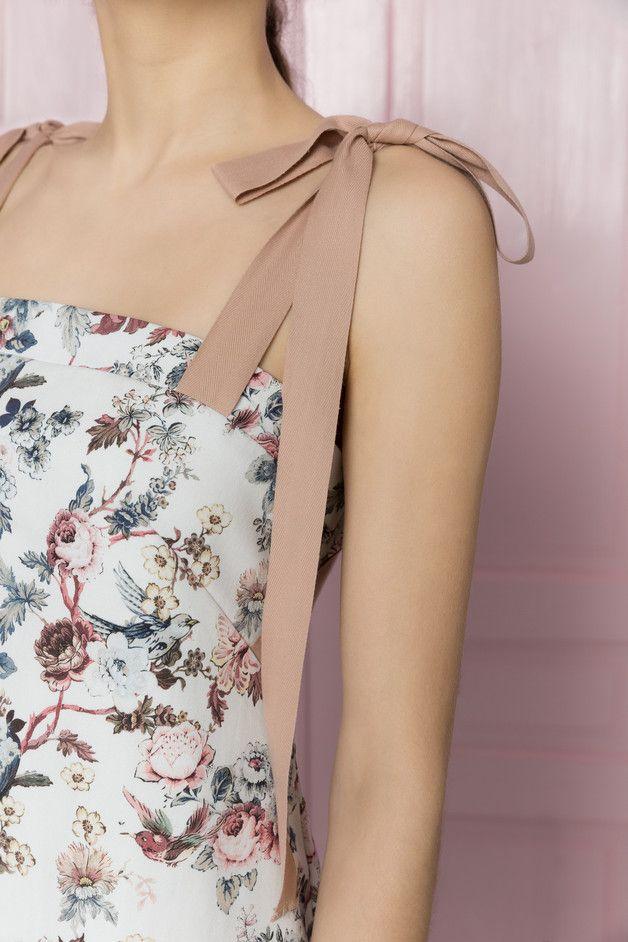 Sukienka z wiązanymi taśmami - MROVCA - Sukienki koktajlowe