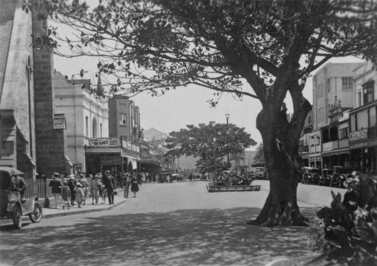 The Corso,Manly in the Northern Beaches region of Sydney in 1928.On the left is St Matthew's Church and adjacent to it is the Victoria Hall.Further down the Corso on the left are Darley Flats, on the corner of Darley Road.On the right side of the street can be seen Dobson & Moase's Chemist shop,the old façade of the Ivanhoe Hotel and beyond that the Exeter Flats. •Manly Library•