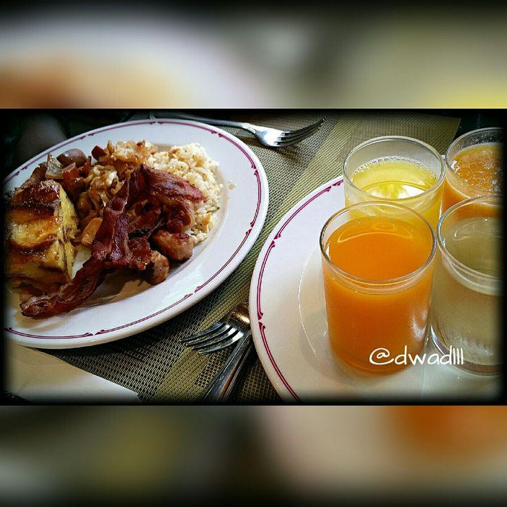 While in Phuket, Thailand... #breakfastofchampions #breakfast #natural #organic #sugar #spice #house #travel #live #life #love #people #fitness #foodie #phuket #thai #thailand #laguna #bangtao #beach #photography #dragon #fruit #dinner #prawns #salmon #bake #fried #rice #jungceylon  Vacation. Fun. Fly.