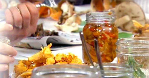 Sötsyrliga, inlagda kantareller med chili, ingefära och koriander. Servera som tillbehör till asistiska rätter, till söndagssteken eller till en god gryta!