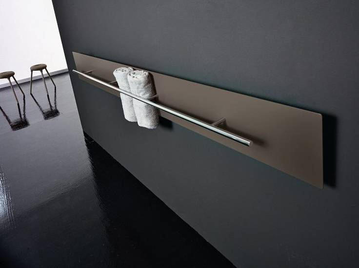 Teso s ocenením Red dot awards 2011 za produktový dizajn navrhli Dante O.  Benini a Luca Gonzo. Pozostáva z dlhého, 25 cm širokého hliníkového profilu a funkčného držiaka, ktorý okrem uteráka uchytí aj župan. Môže byť inštalovaný vertikálne alebo horizontálne, je vyhrievaný elektricky alebo horúcou vodou, Antrax It