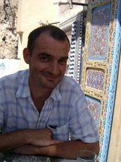 """Éric Gasté est né à Angers en 1969. Il a suivi la formation de l'école d'arts appliqués Estienne à Paris et a travaillé comme directeur artistique pour divers magazines de Bayard Presse (""""Babar"""", """"Youpi"""", """"Astrapi"""" et """"J'aime lire""""). Il vit à présent à Toulouse où il est illustrateur à plein temps. Il a déjà publié des ouvrages chez de nombreux éditeurs. http://www.editionsmilan.com/Livres-Jeunesse/Nos-auteurs/Eric-GASTE"""