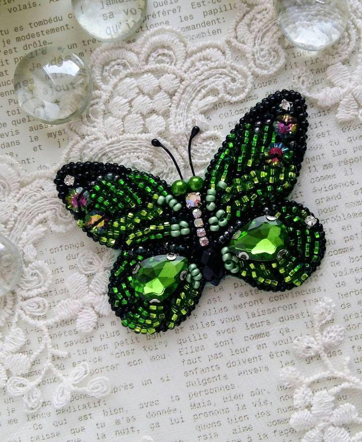 Изумрудная красавица у меня получилась моя первая бабочка и надеюсь не последняя станет отличным подарком к новому году, ❄для себя и ваших любимых Цвет (пышный луг) будет особенно актуален в следующем году ❌продана ❌ стоимость 1100₽ Размер 6,5×5см #брошьручнойработы #брошьизбисера #брошьбабочка #авторскаяброшь #брошьказань #изумрудныйцвет #подарок #новыйгод #стильно #тренд #бабочка #бабочкаброшь