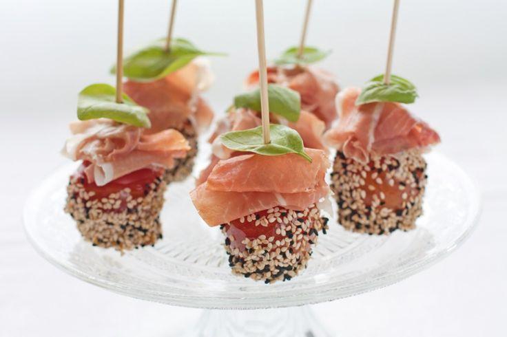 Ricetta Pomodorini al sesamo con prosciutto crudo - Cucchiaio.it