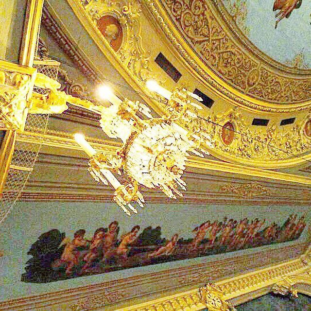 """""""A pas de deux is a dialogue of love. How can there be conversation if one partner is dumb?"""" #nureyev #qotd #mariinsky #mariinskyballet #happybirthday #otd #ballet #etoilé #love #pasdedeux #theatre #chandeliers #angels #stpetersburg #russia"""